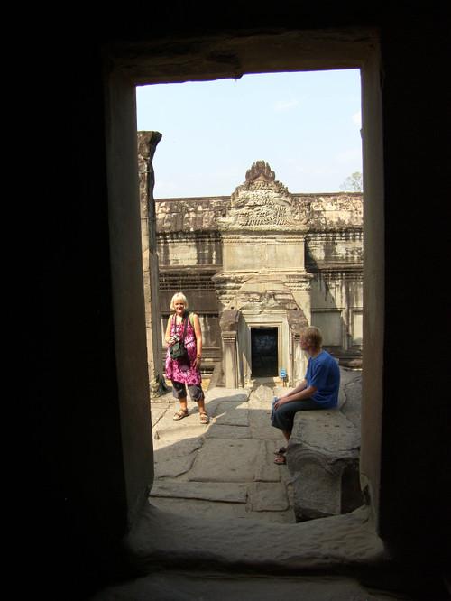 Tove ja Sasa Angkor Wat Temppelissä