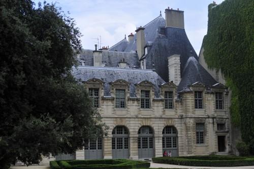 House of Hotel de Sully, Paris