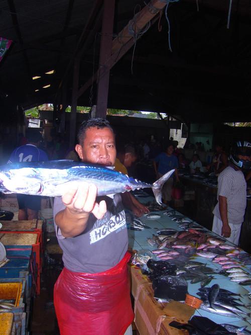 Kalakauppaa Ampana