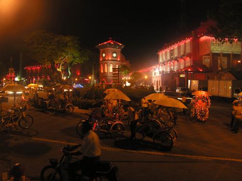 Vanha keskusta iltavalaistuksessa Melaka
