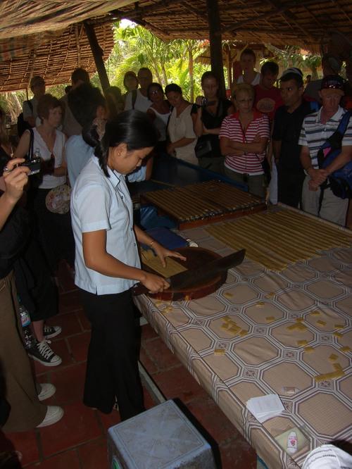 Kookoskarkin tekoa, Mekong Delta