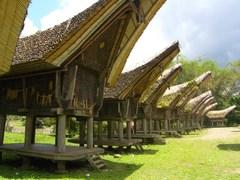 Tongkonan_houses_rantepao_tana_tora