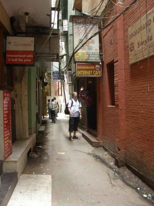 Hotellimme sisäänkäynti Delhissä