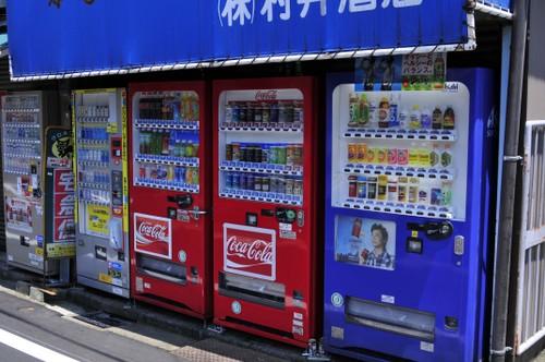 Juoma- ja tupakka automaatteja