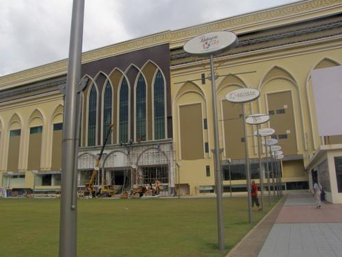 Uutta ostoskeskusta rakenteilla