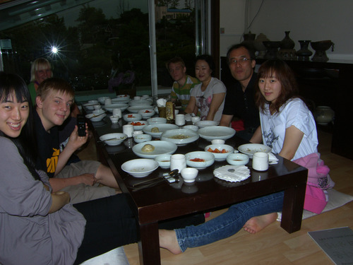 Ystäväperheen kanssa syömässä, Seoul