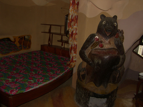 Bear room Hang Nga Gallery&Guesthouse